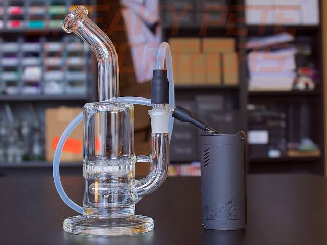 Top Reasons to Buy Glass Bongs for Vaping