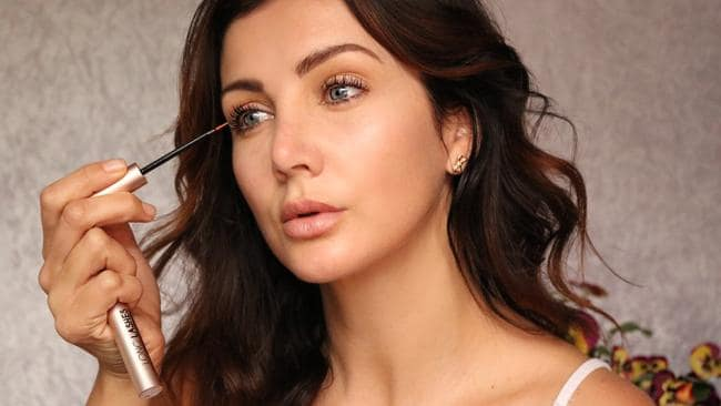The Beneficial Features of Eyelash Growth Serum